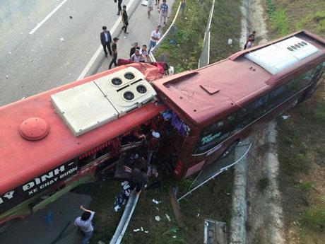 [Tin Trong Nước] Xe khách tông nhau trên cao tốc Nội Bài - Lào Cai, 18 người gặp nạn Lc1-6072-1450691018_m_460x0