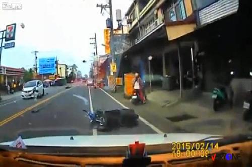 Video an toàn giao thông xem nhiều nhất 2015 9