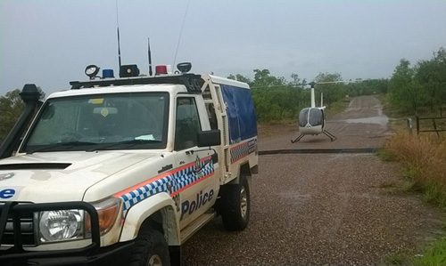 Trực thăng cứu hộ đưa đoàn người thoát khỏi nước lũ an toàn. Ảnh:Timber Creek police