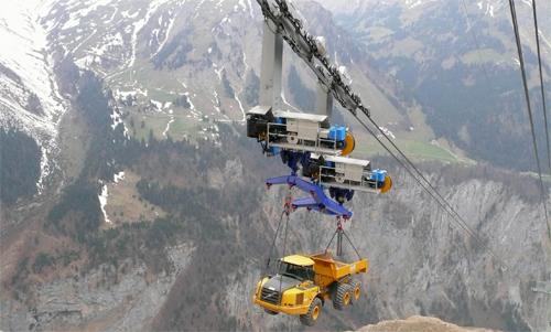 Xe tải vượt núi bằng cáp treo 1