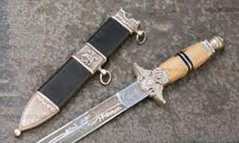Bé gái 12 tuổi bị kẻ lạ mặt tấn công bằng dao nhọn