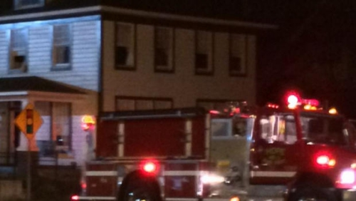Xe cứu hỏa tại hiện trường đám cháy. Ảnh: KSLA-TV