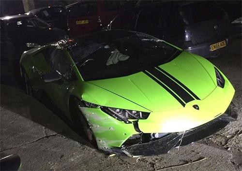 Tài xế phá nát siêu xe Lamborghini đi thuê 2