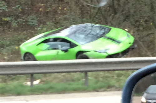 Tài xế phá nát siêu xe Lamborghini đi thuê 1