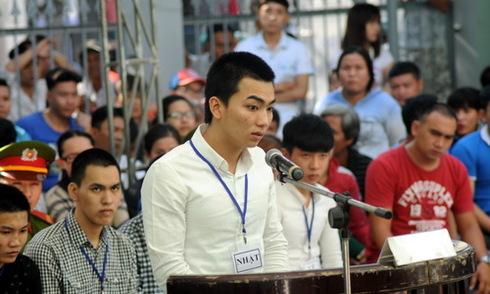 10 thanh niên xông vào UBND phường chém người lĩnh án