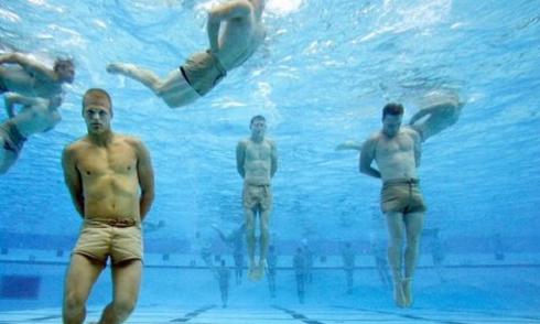 Đặc nhiệm Mỹ tiết lộ bí quyết sinh tồn dưới nước