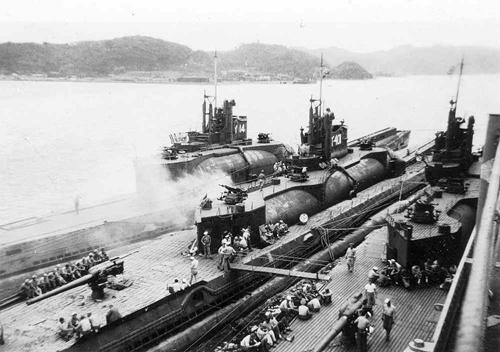 I-400 - tàu ngầm lớn hơn sân bóng đá của Nhật 1