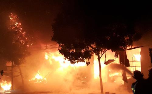 chợ phủ lý cháy trong đêm