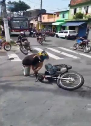 Xe máy quay đầu tán loạn khi gặp chốt cảnh sát 1