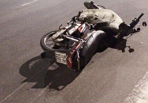 Xe máy của hai nạn nhân tại hiện trường. Ảnh: P.Huế.