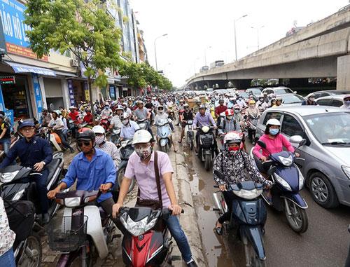 """TS Khuất Việt Hùng: """"Hy vọng xe máy bật đèn ban ngày sẽ giảm 10% tai nạn"""" 2"""