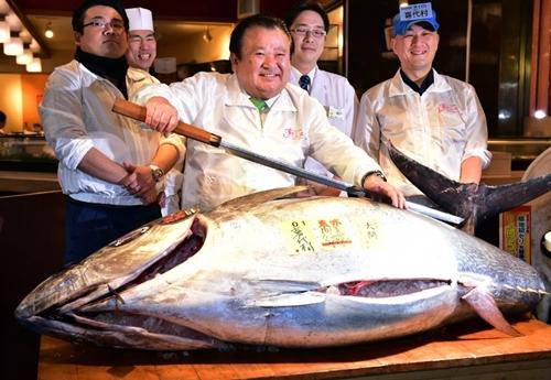 President of sushi restaurant chain Sushi-Zanmai, Kiyoshi Kimura, displays a 200kg bluefin tuna at his main restaurant near Tokyo