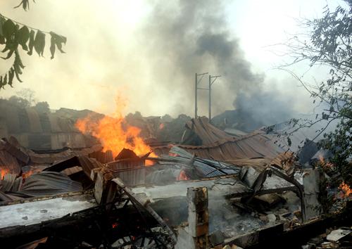 Cháy rụi công ty gỗ xuất khẩu sau tiếng nổ 1