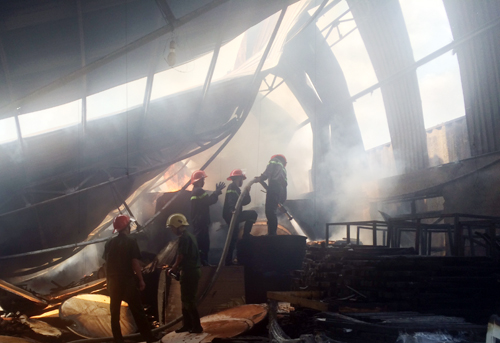 Cháy rụi công ty gỗ xuất khẩu sau tiếng nổ 2