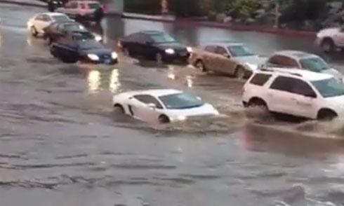 Siêu xe Lamborghini băng băng lội nước 1