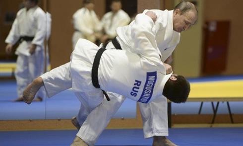 Ông Putin quật ngã tuyển thủ Judo quốc gia