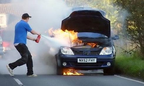 10 lý do nên có bình cứu hỏa trên ôtô 1