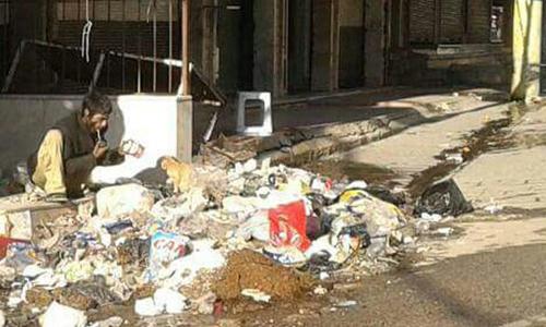 """Những """"bộ xương di động"""" vật vờ trong thị trấn Syria 2"""