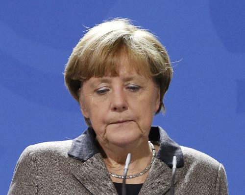 """Liệu """"đêm giao thừa nhục nhã"""" có quật ngã bà Merkel 2"""