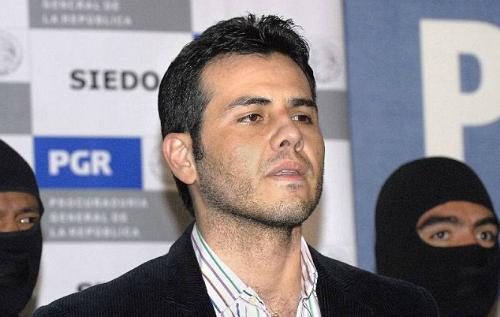 Người con trai xúi dại trùm ma túy Guzman làm phim tiểu sử 1
