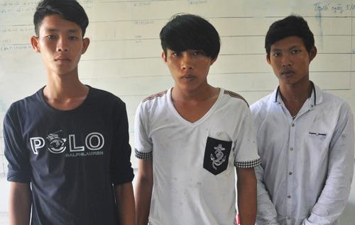 3 thanh niên chặn đường xin đểu, đập xe cấp cứu trong đêm. Ảnh: Phương Bình