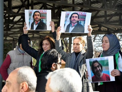 Những nhà báo hoạt động ngầm trong sào huyệt IS 1