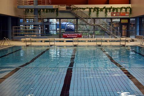 Giới chứcBornheim cấm đàn ông tị nạn đến bể bơi công cộng trong nhà. Ảnh: AFP