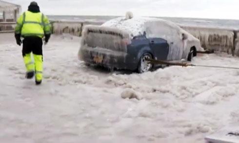 Cứu hộ ôtô đóng băng ở Mỹ 2
