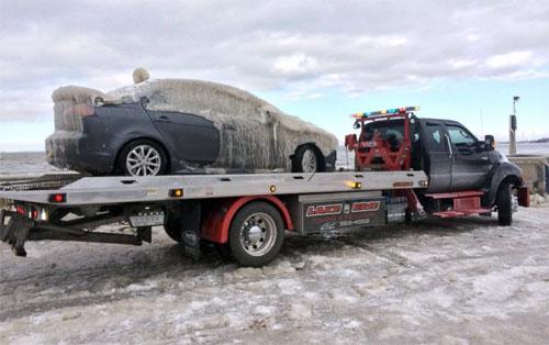 Cứu hộ ôtô đóng băng ở Mỹ 4