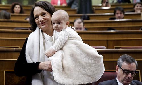 Em bé 6 tháng tuổi nhận được phiếu bầu chủ tịch quốc hội
