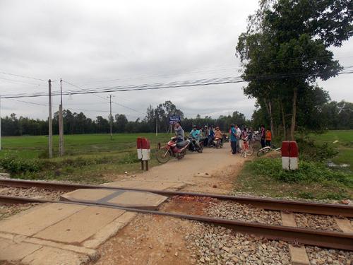 Ba nhà giáo thương vong khi băng qua đường sắt 1