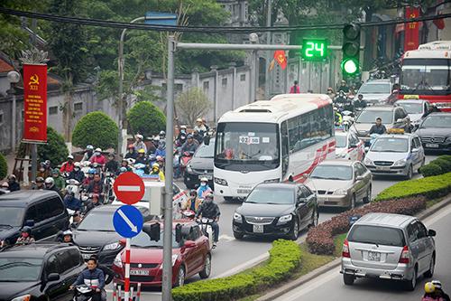 Mở ngã tư Kim Mã - Giang Văn Minh khiến đường ùn tắc kéo dài 2