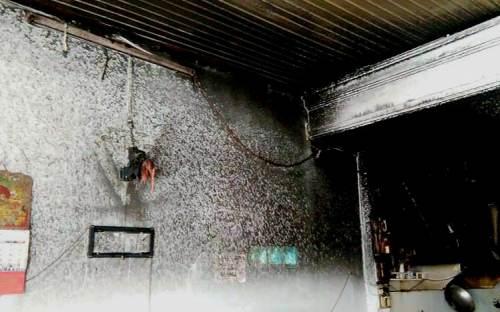 Cứu mẹ con bé gái trong căn nhà bốc cháy 2
