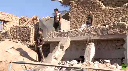 Thị trấn nhỏ kiên cường trong vòng vây IS 2