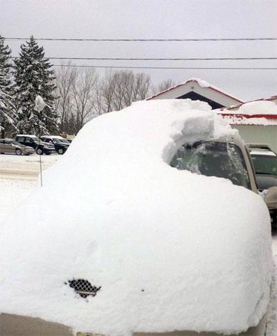 Tài già bị phạt vì lái xe phủ kín tuyết ra đường 1