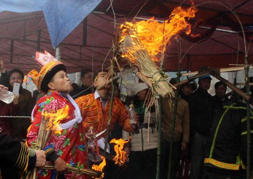 Lễ nhảy lửa xua đuổi tà ma của người Dao vùng Mẫu Sơn 3