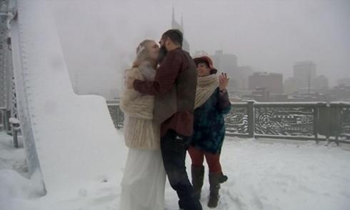 Kết hôn giữa bão tuyết lớn lịch sử ở Mỹ