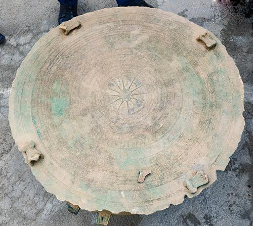 Trống đồng niên đại 2.000 năm được phát hiện ở Điện Biên 1