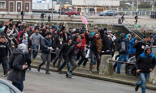 Người nhập cư chiếm cảng của Pháp