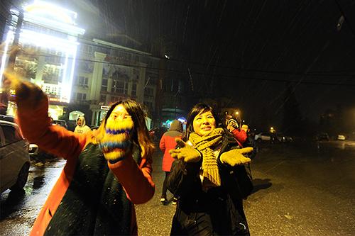 Tuyết rơi ở Lào Cai, Hà Nội rét 6 độ C
