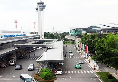 Xử lý xe vi phạm trong sân bay Tân Sơn Nhất như bên ngoài 1