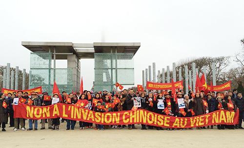 Người Việt tại Pháp biểu tình phản đối Trung Quốc ở Biển Đông