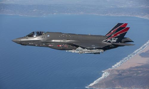 F-35 phô diễn khả năng bắn tên lửa hồng ngoại 1