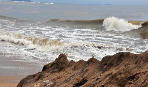 Hơn 120 du khách kẹt ở đảo Lý Sơn do biển động 1