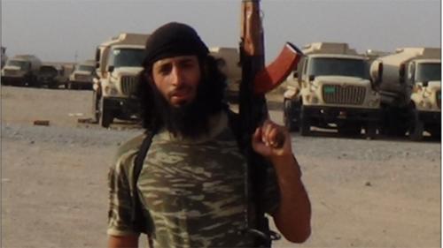 Đao phủ khét tiếng của IS lần đầu lộ mặt trên chiến trường