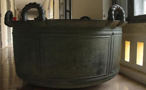 Chiếc vạc đồng khổng lồ gần 300 tuổi ở xứ Thanh 1