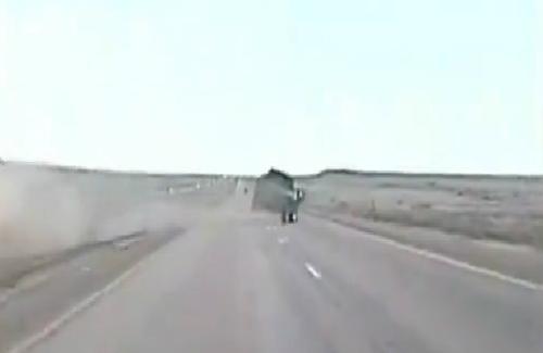 Màn chạy trốn bất chấp tất cả của xe bán tải 1