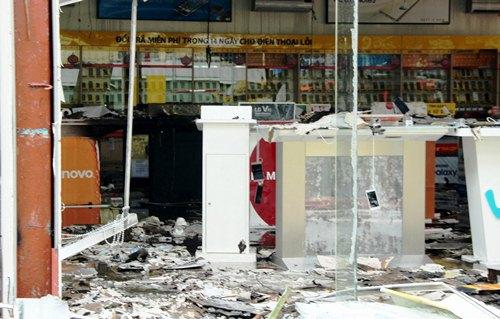 Thiệt hại hàng chục tỷ trong vụ cháy gara ôtô ở Sài Gòn 3