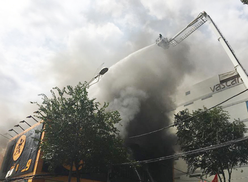 Cháy gara ở trung tâm Sài Gòn, 10 ôtô bị thiêu rụi 3