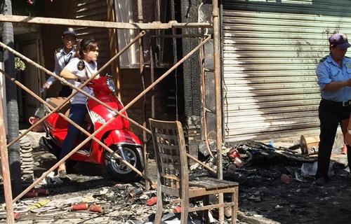 Trăm khách tháo chạy khỏi quán cà phê bốc cháy ở Sài Gòn 2